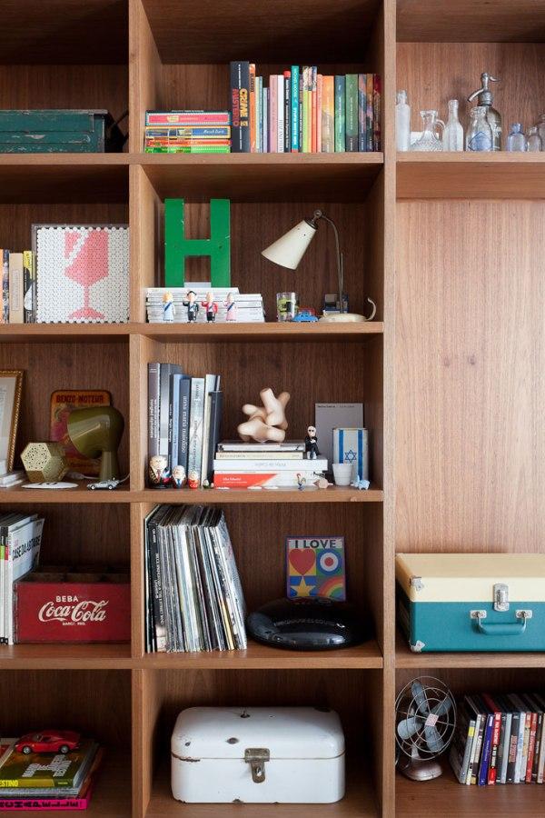 Felipe-Hess-bookshelves